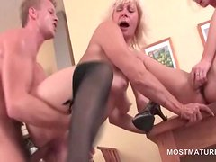 Bisexual mature sluts kissing and fingering pussy