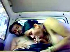 Plump Indian whore Marathi Bhabhi gives a blowjob for cum right in the car