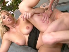 Blonde cougar is sccrewed bad in hardcore sex action