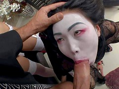 Nicoline is an exotic girl that gets her painted face