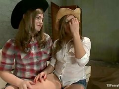 Beautiful Kinky Cowgirl Ashlynn Leigh Fucked by Shemale's Penis