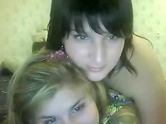 Teen chavettes have fun on a webcam