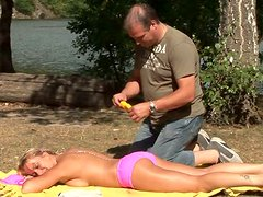 Sunbathing blond amateur gal Eva agrees to suck the dude's dick in the car
