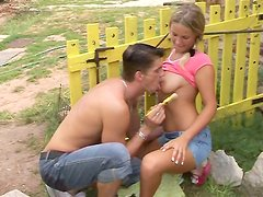 Whorish country girlie Samantha repays for cunnilingus with a titfuck