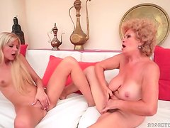Mature and teen both show their pussy eating skills