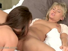 Scissoring lesbians having female orgasms