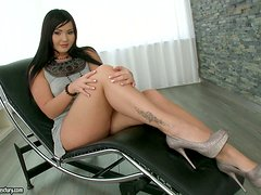 Curvy Long Haired Bitch Gets Lucky With Her Psychologist!
