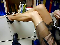 My Girlfriend show and sex at her office!!!!