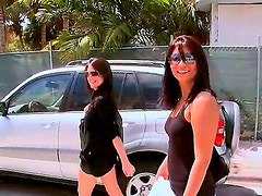 I like to watch videos where skilful in pickup fellows are picking up pretty gals and