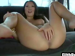 Sexy asian babe with a hot body and shaved pussy