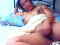 filipina lady lyn volantante 40 shows her love tunnel on livecam