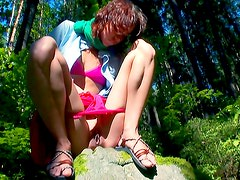 Natasha stretches her twat in outdoor
