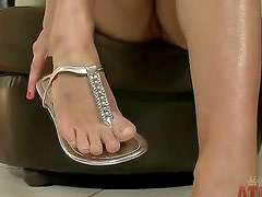 Kennedy Leigh is a hot as hell babe who loves to do crazy things on camera and this time