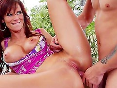 Hot sexy MILf gets her wet cunt fucked hard by