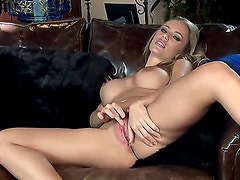 Nicole Aniston enjoys teasing her internet fans with