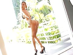 Sizzling Vega Vixen Shows Off He...
