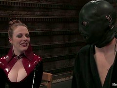 Lady Lydia McLane shows all her experience in femdom video