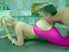 Blonde bombshell Anikka Albright in pink bottomless pantyhose gets her