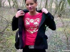 Quick blowjob outdoors from beauty