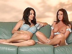 Hotties Jelena Jensen and Jessica Difeo enjoys a nice interview