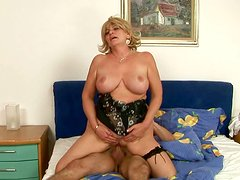 Buxom mature woman gets her pussy fucked in doggy position