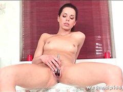 Ruth Medina pisses in the shower