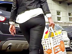 Candid - Blonde MILF In Tight Jeans