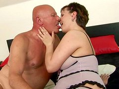 Chubby mom is sucking dick of bald grandpa in filthy XXX free porn video