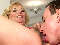 Obese old blond harlot spreads legs to get her mature cunt licked
