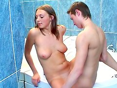 Russian babe fucking in the tub