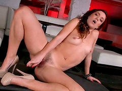 Perverse brunette doxy pounds her bald vagina with glass