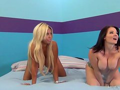 Tattooed Hoe And Her Blonde Friend In Threesome