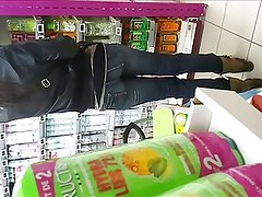 candid ass at shopping. tight jeans ass