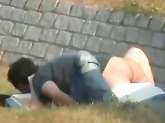 Teens gets caught fucking in the park