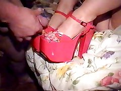 Shoejob and cumshot in platform heels