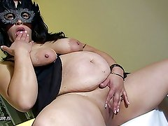 Mature Pregnant slut loves to play with her toy