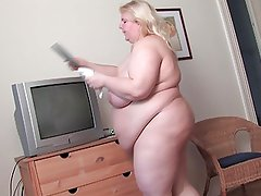Big Blond MILF R20
