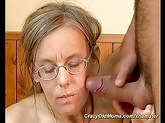 moms hairy ass exploaded by young cock