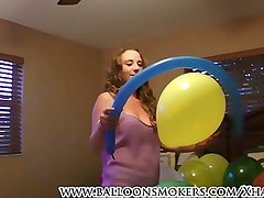 Busty babe Samantha Summers pops balloons for first time