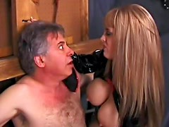 Dominatrix in latex pisses on his face