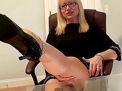 MILF's feet and toes