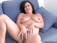 Mature lady with big tits gets finger fucked