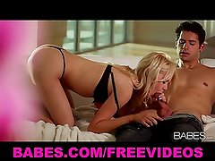 Riley Steele gives her man a great wet blowjob before riding