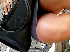 SDRUWS2 UPSKIRT AT THE BUS STOP
