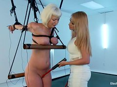 Kinky Cherry Torn gets wired by gorgeous Lea Lexis