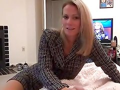 mom gives not her son blow and footjob