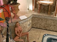 Silvia Saint plays with herself to orgasm in solo scene