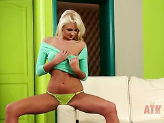 Blonde Ivana Sugar bares it all