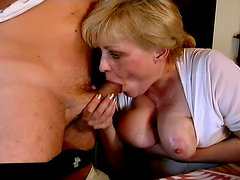 Mature lady starts it from a blowjob and then goes for a ride