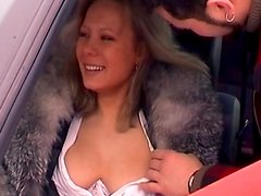 Amateur blonde is sucking dick in the car